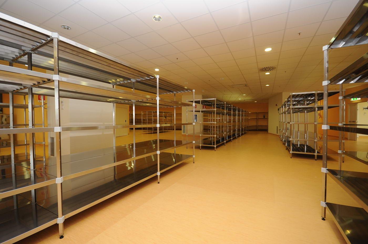 Scaffalature magazzino economale e farmacia – Foto 2