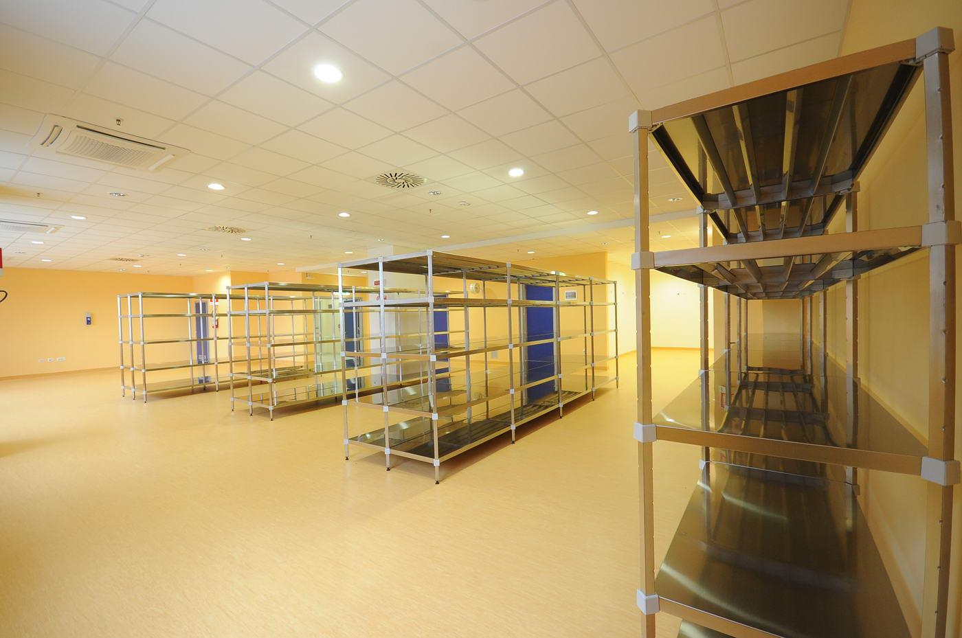 Scaffalature magazzino economale e farmacia